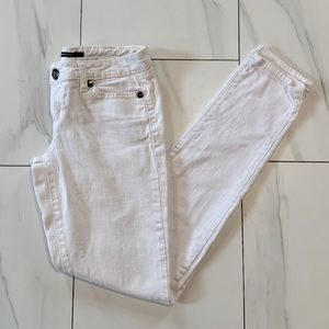 4/$25 White seductions skinny mid rise jean size 1